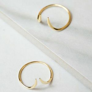 jules smith // adjustable dainty gold curved ring